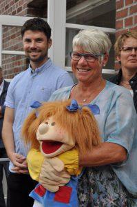 Frau Goldbach (1b und Schulkindergarten) und Herr Schulz freuen sich auf ihre neuen Schüler.